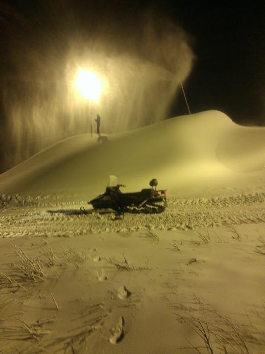 Bilde tatt under snølegging på 400-metershenget.